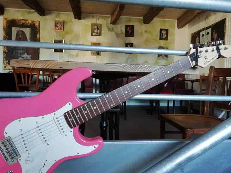 guitare-rose