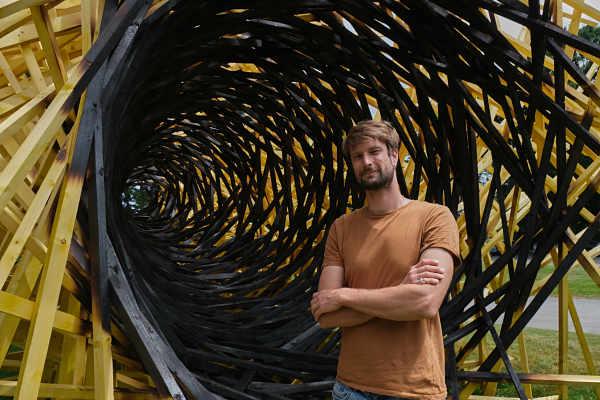 Simon Augade Jardin des Arts  2020 Percée, une œuvre de Simon AUGADE Plasticien sculpteur 34, rue Brizeux 56100 LORIENT 06 31 84 08 06 augade.simon@gmail.com http://base.ddab.org/simon-augade simonaugade.fr