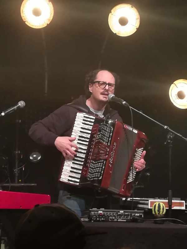 L'énergumène DJ et accordéoniste